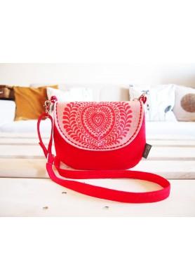 Červená ručne maľovaná kabelka vo folk štýle
