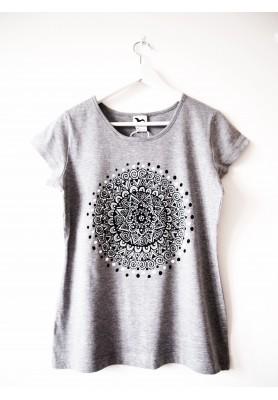 Sivé tričko s čiernobielou mandalou - M