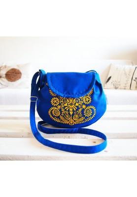 Modrá kabelka s žltým folk motívom