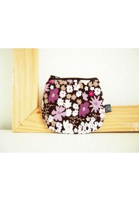 Peňaženka - kvety na fialovej