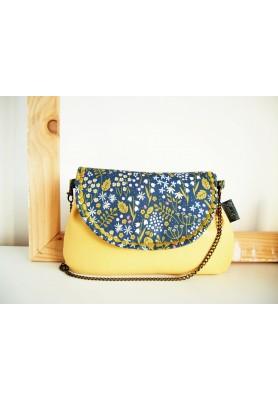 Rozkvitnutá lúka-kabelka s pastelovožltou