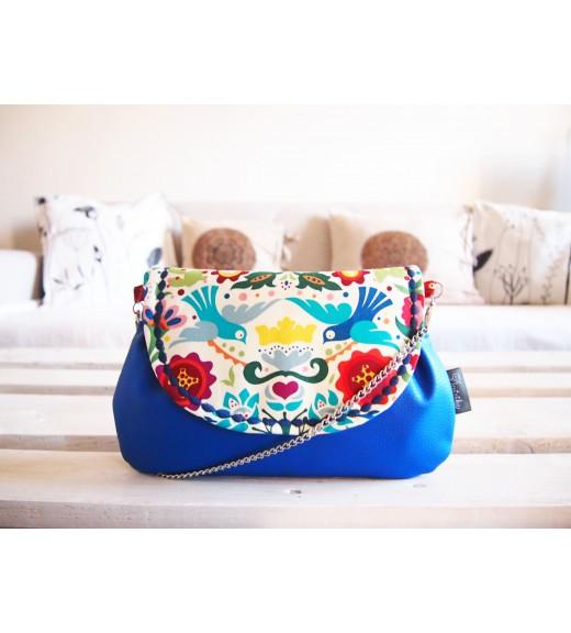 Pestrofarebná folk kabelka s modrou koženkou